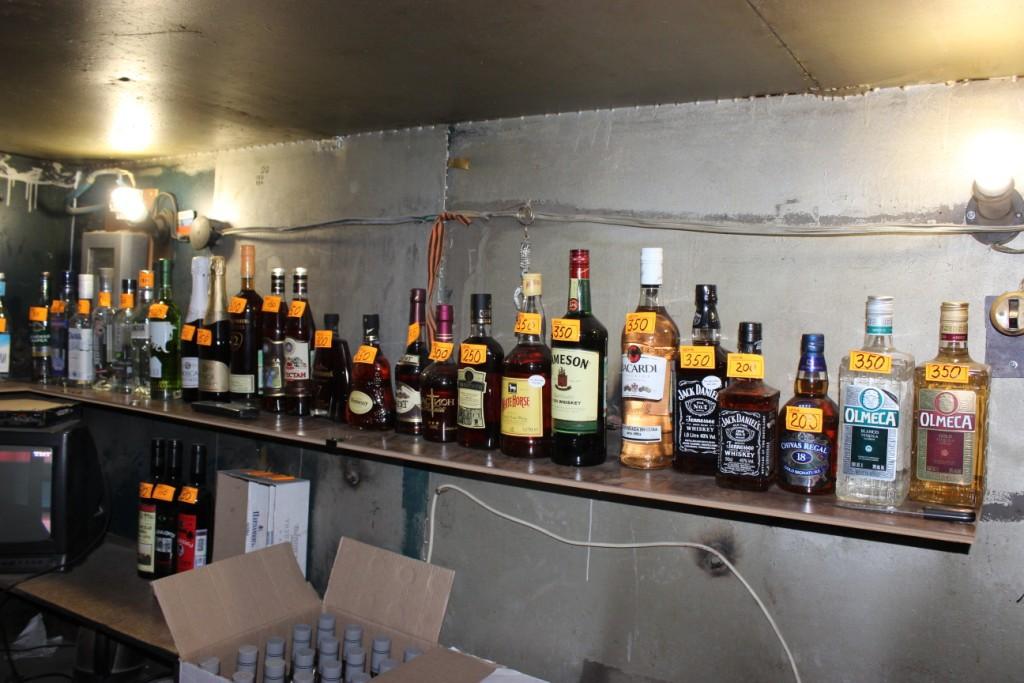 Вгараже отыскали 435 литров поддельного алкоголя