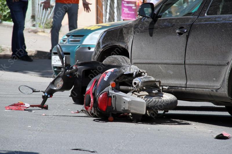 Двое скутеристов пострадали вДТП на трассах Саратова