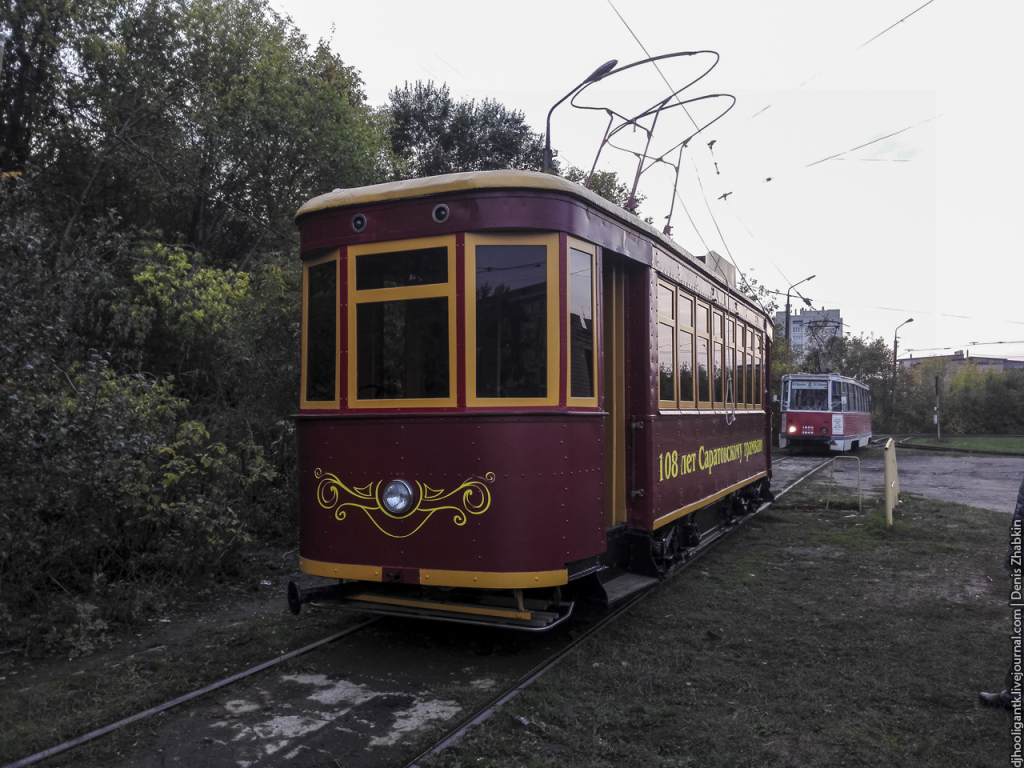 Саратовцев прокатили поисторическому маршруту наретро-трамвае