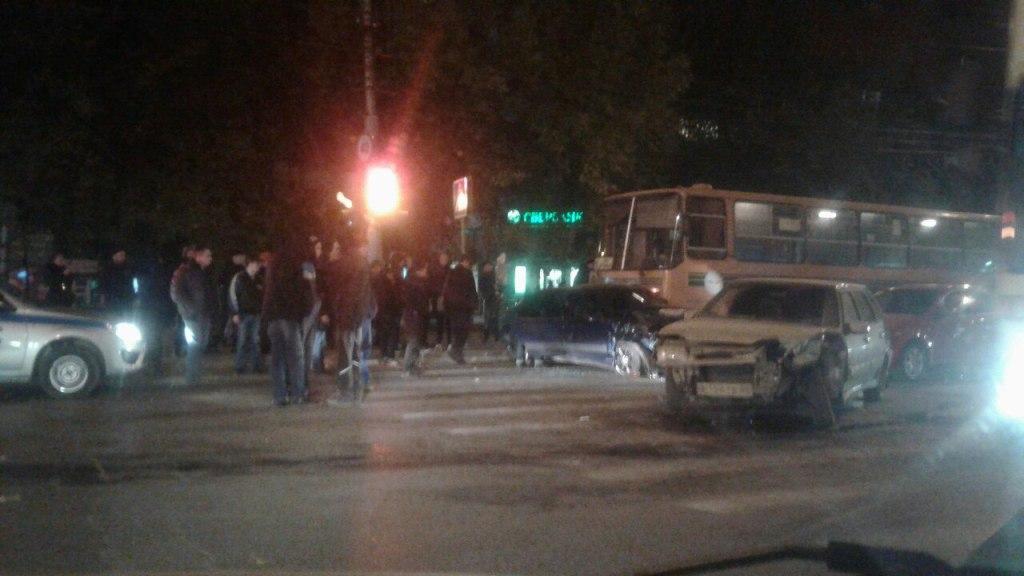 Серьезное ДТП наПензенской. Столкнулись три автомобиля иавтобус