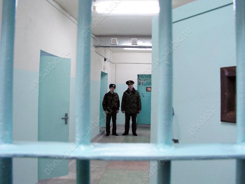 ВКрасноармейске работник колонии заденьги обещал передать арестанту мобильный телефон