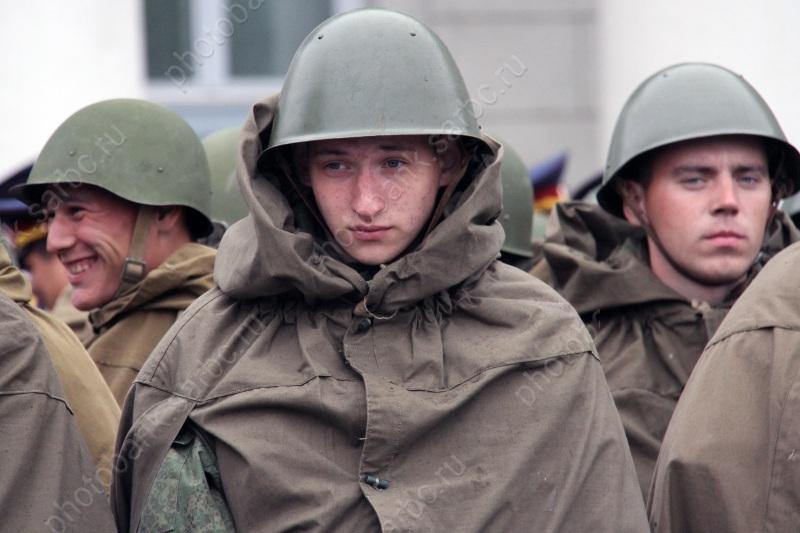 Половина граждан России считает наиважнейшим финансирование военной области вовред другим сферам— Опрос