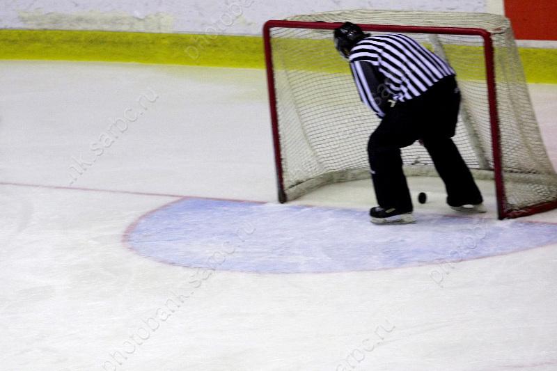 Хоккеисты «Кристалла» проиграли вПодмосковье