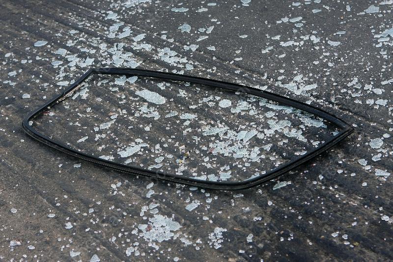 ВСаратовской области иномарку сплющило после столкновения сбольшегрузом
