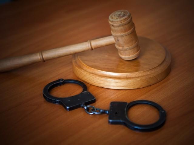 Завзятку валютой следователю супруга экс-главы Петровского района отделалась штрафом