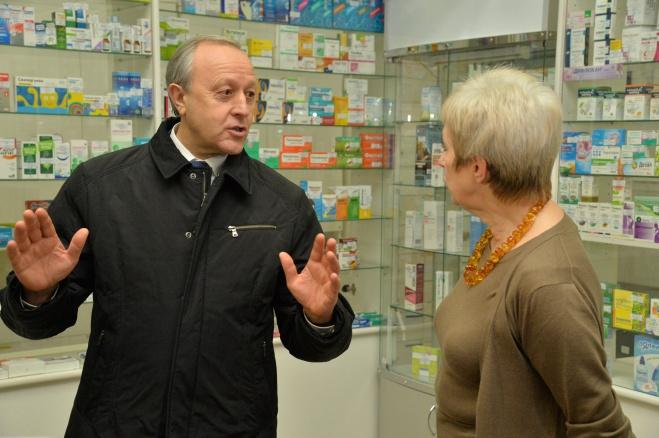 Валерий Радаев проверил доступность фармацевтических средств