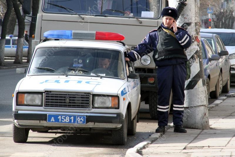 Лишенный прав брянец повторно сел нетрезвым заруль иобматерил полицейского