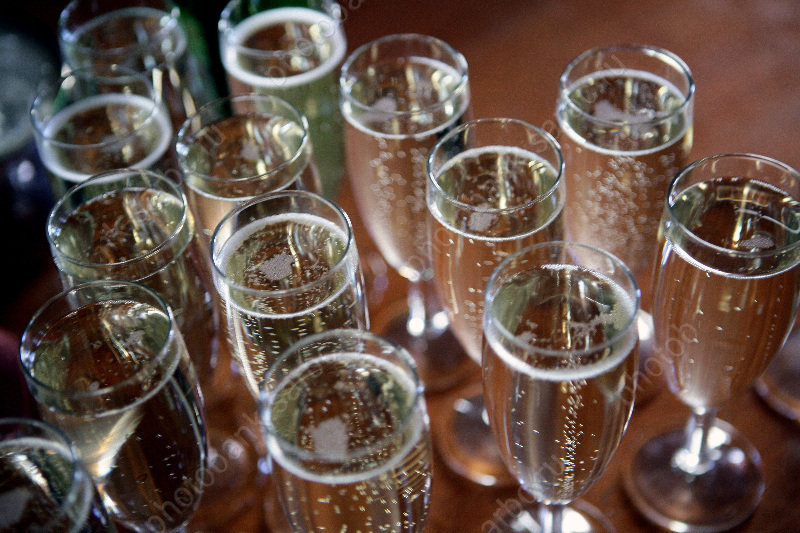 Специалисты проверят качество шампанского наприлавках впреддверии Нового года
