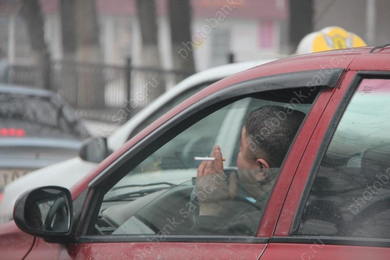 Под Саратовом двое братьев изрезали таксиста иугнали его машину
