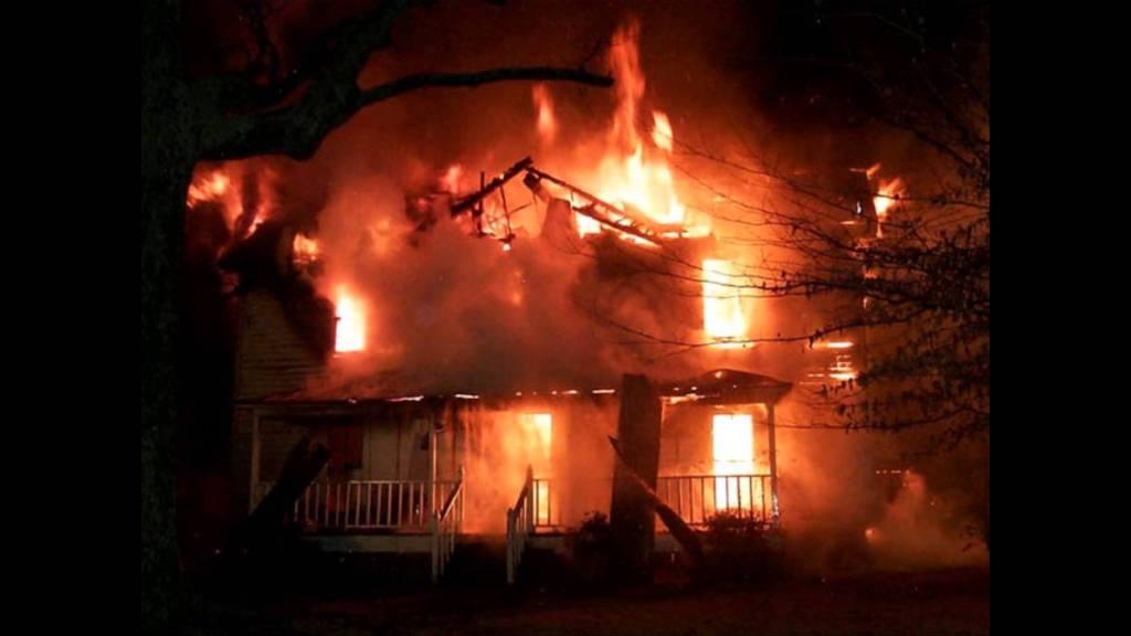 Ночью напожаре вДубках погибли два ребенка