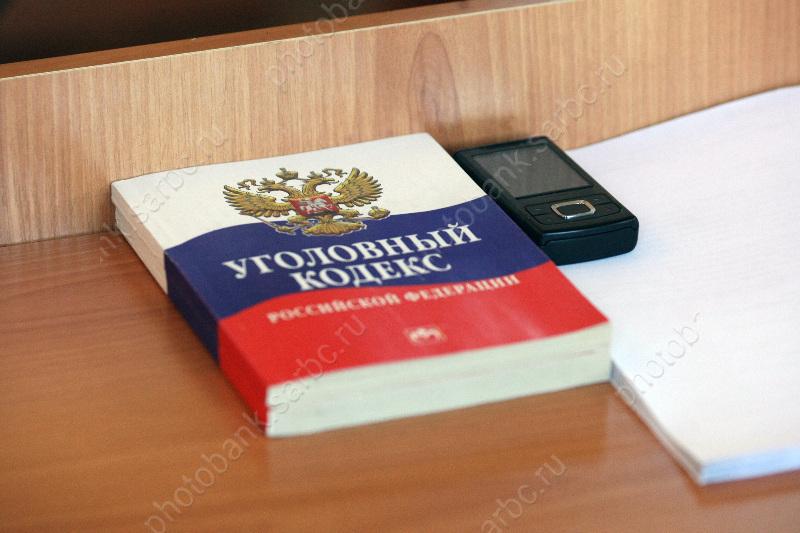 Четверо в масках похитили у 59-летнего пенсионера 4 млн руб. и пистолет
