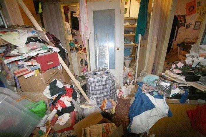 78-летнюю женщину завалило хламом всобственной квартире