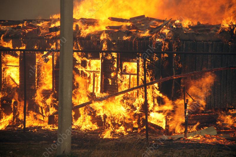 Наулице Заводская горел склад, пострадали два человека
