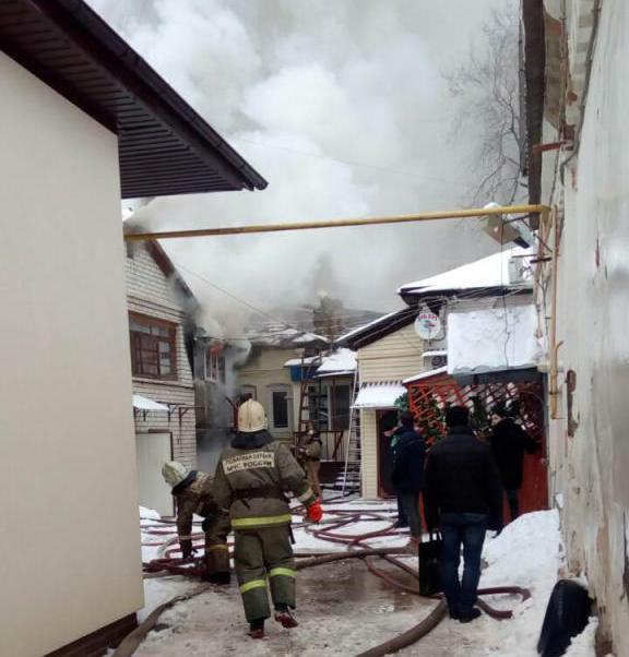 Движение транспорта перекрыто вцентре Саратова из-за пожара