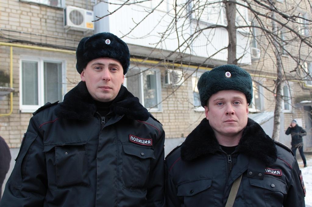 Работники саратовской Росгвардии спасли женщину напожаре