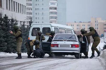 Росгвардейцы штурмовали автомобиль спохищающими аккумуляторы саратовцами