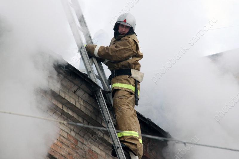 Напожаре вЭнгельсе пострадали четверо детей ипенсионер