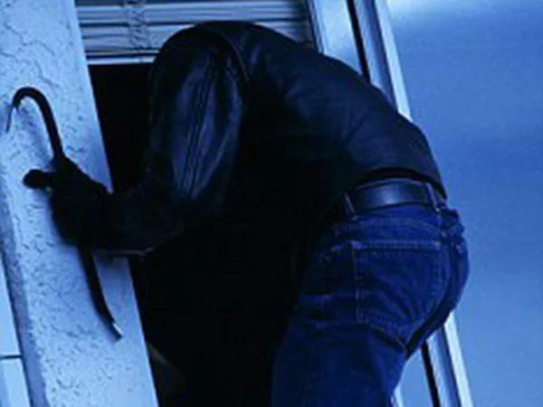 Ради хищения стирального порошка мужчина вломился вчужой дом
