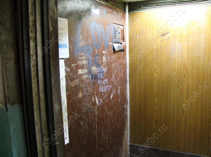 Дуэт электромехаников изЭнгельса ограбил лифт на30 тыс. руб.