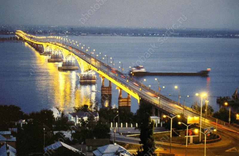 Кфоруму урбанистики вСаратове реконструируют подсветку моста через Волгу