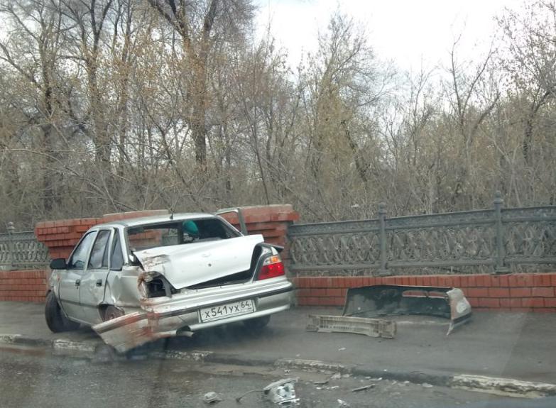 ВСаратове 16-летний автомобилист врезался вограду кладбища