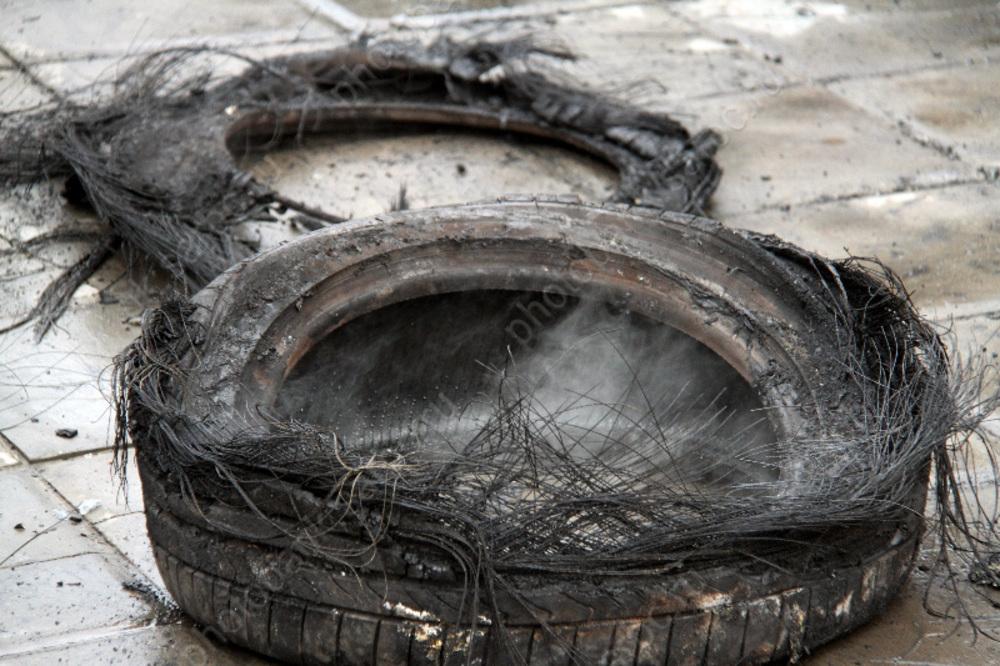 ВМарксе наоткрытой площадке сгорели «БМВ» и«Шевроле»