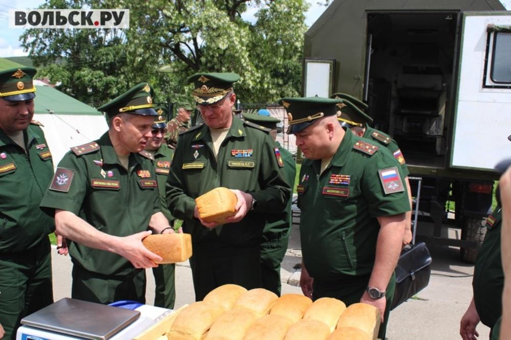 60 военных поваров соревнуются врассольнике «Ленинградском»