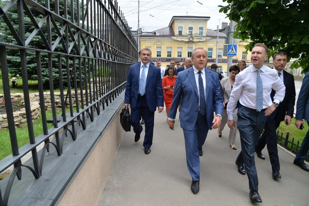 ВСаратов прибыл Игорь Шувалов