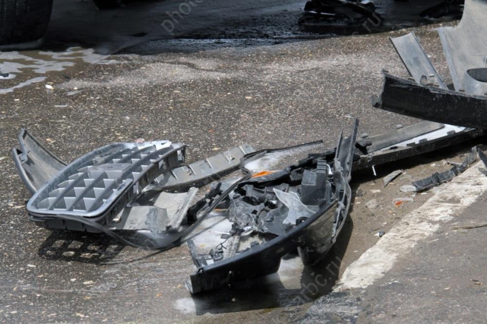 ВЭнгельсе шофёр «Приоры» разбился вмассовой трагедии сфурой