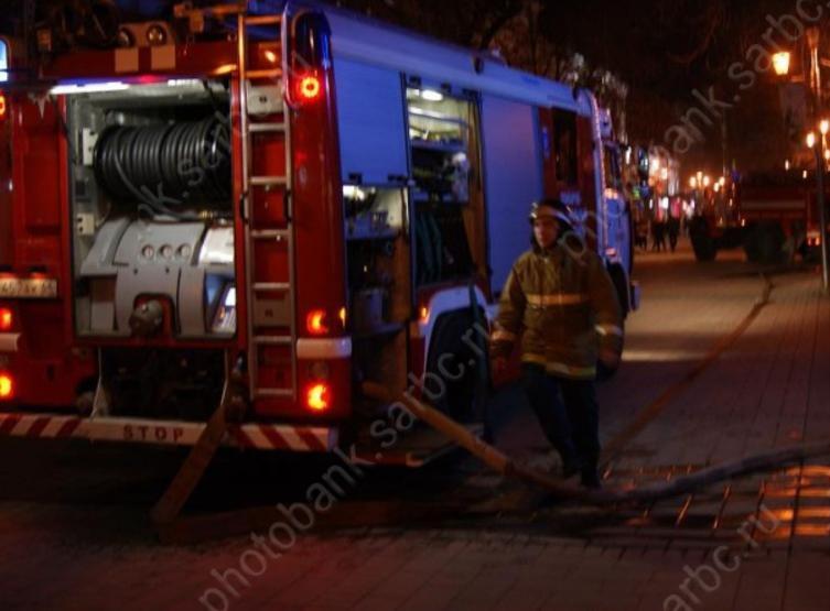 Наулице 2-й Садовой вСаратове ночью загорелась аптека