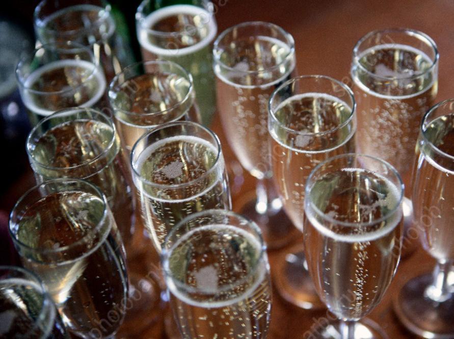 ВСаратове осужден чиновник, получавший взятки шампанским иводкой
