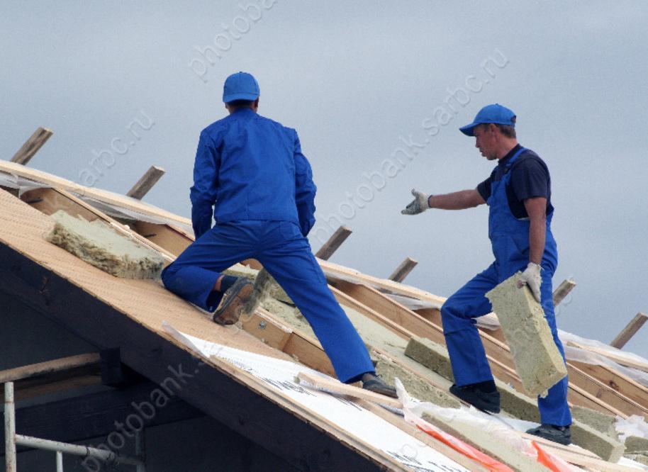 В 3-х районах Саратовской области сильный ветер сломал крыши домов