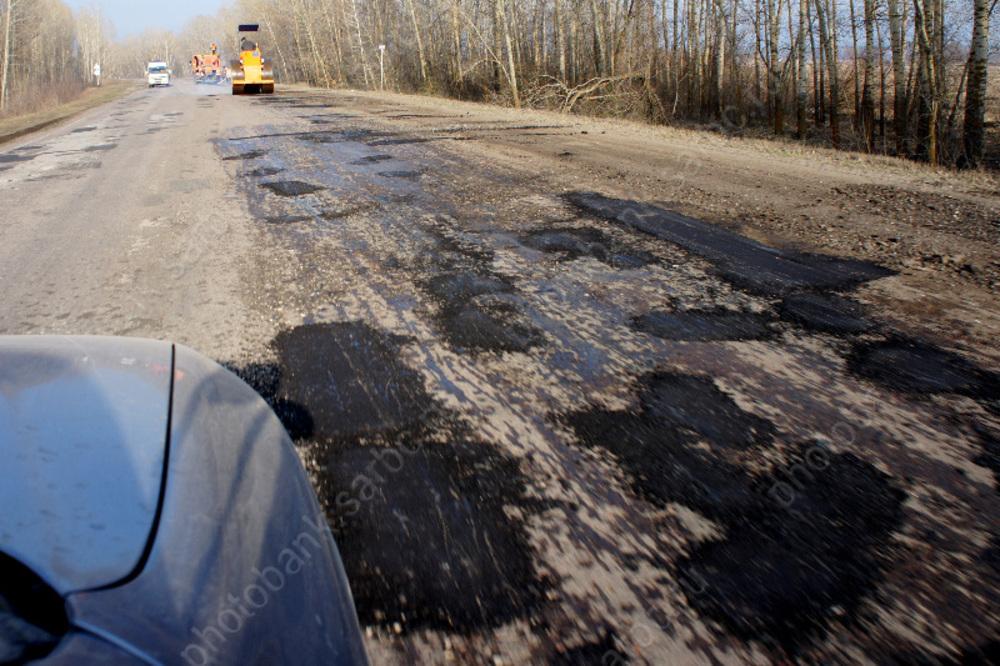 Махачкала возглавила тройку городов России с худшими дорогами