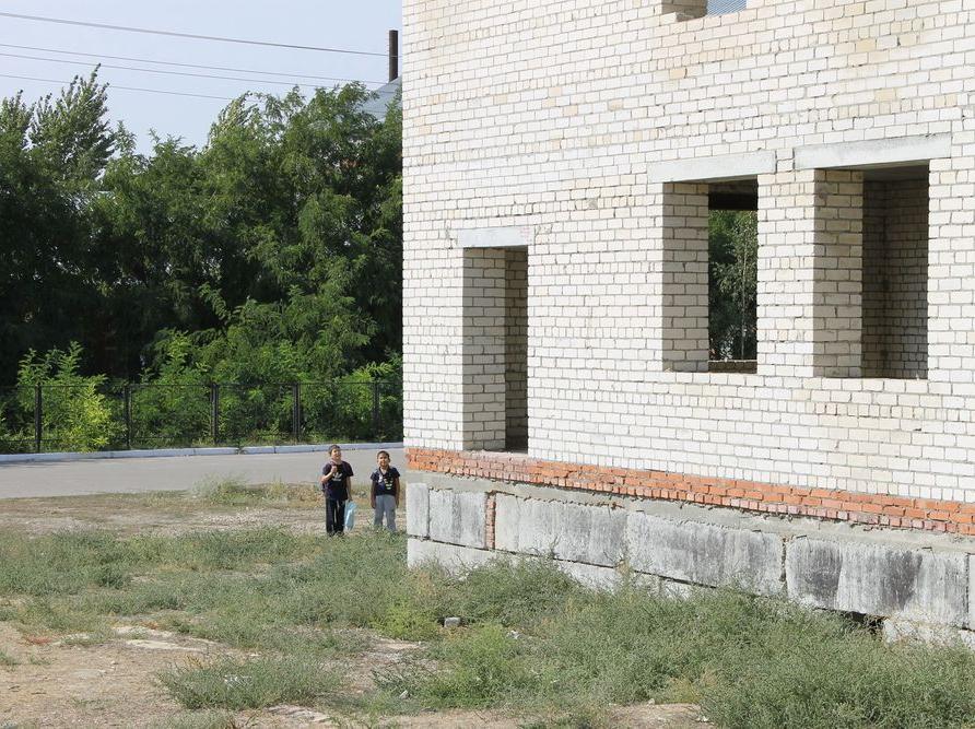 ОНФ Российской Федерации поЧелябинской области требует разобраться сопасным недостроем около школы