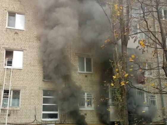 ВСаратове изгорящего дома эвакуировали детей