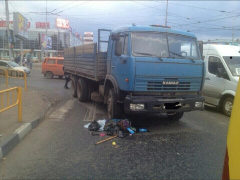 ВСаратове грузовой автомобиль сбил насмерть пенсионерку