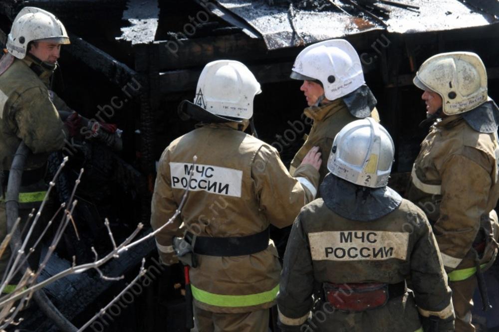 Изгорящей четырехэтажки вcеле Красный Ярпожарные эвакуировали 14 жильцов