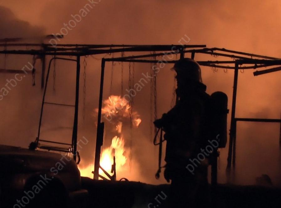 Под Саратовом впожаре встроительном вагончике погибли 2 человека