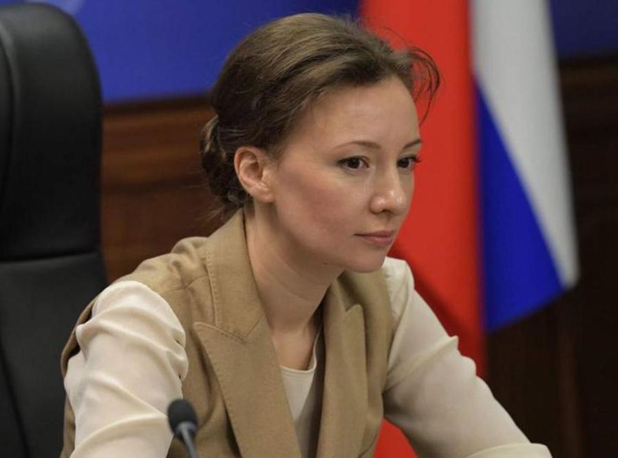 Анна Кузнецова: выпускники детских домов по пару лет ожидают получения жилья