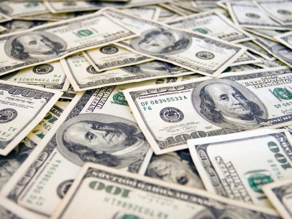 Рабочий похитил ужительницы Вольска 1 000 долларов иуехал вЭнгельс