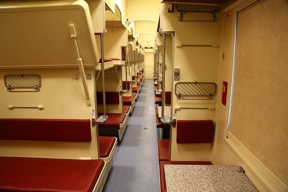 Пустятли пассажира сверхней полки нанижнюю впоезде?