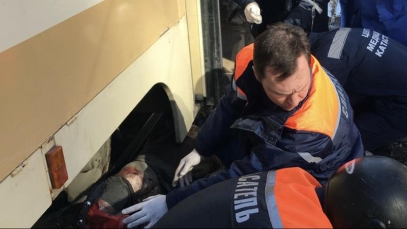 На5-й Дачной саратовец оказался зажатым под колесами трамвая