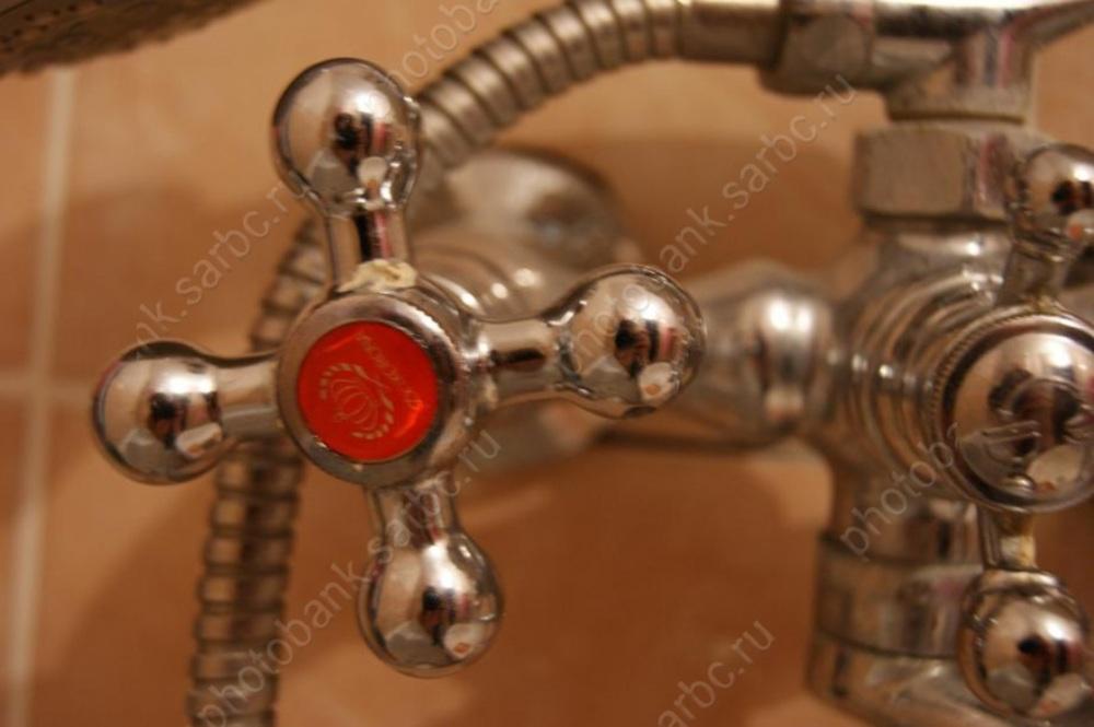 Энергетики предупреждают оботключении горячей воды вдомах вцентре Саратова