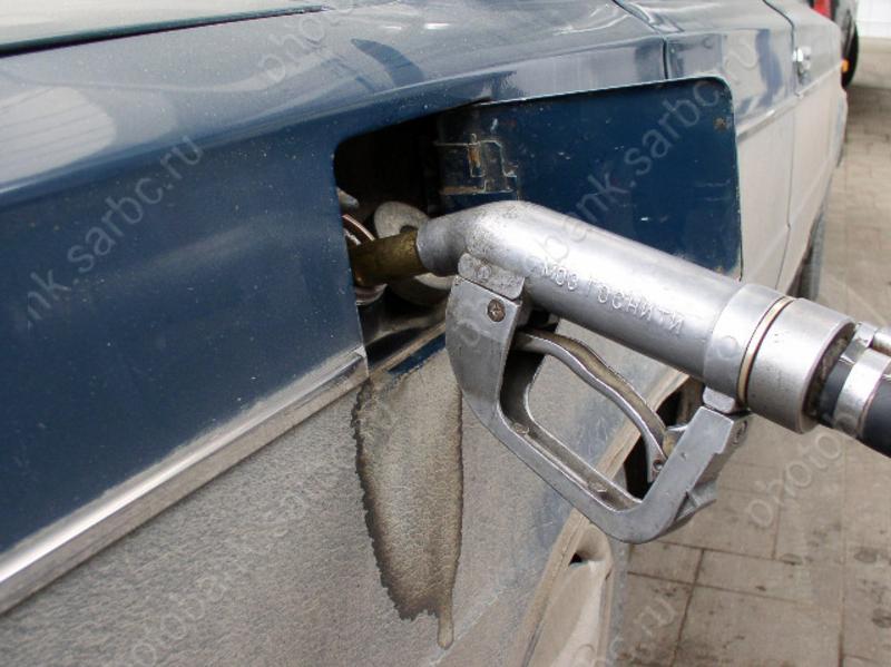 Заправки хотят облагать штрафом занедолив бензина