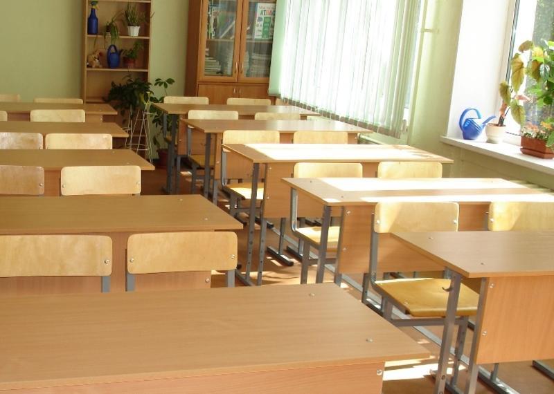 В области меньше МРОТ получают 17,4% работников образования