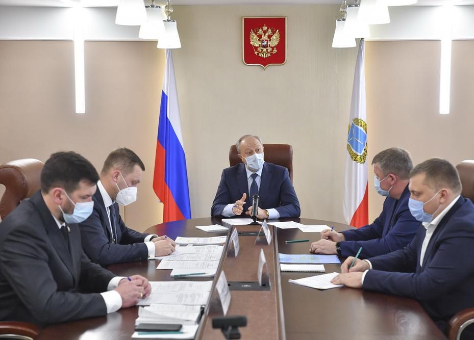 Губернатор Саратовской области возмущен волокитой с передачей городских дорог региону