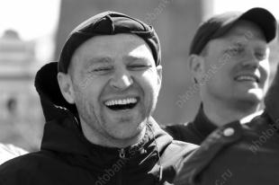Почему россияне чувствуют себя счастливыми как никогда. А окружающие - глубоко несчастны