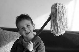 СМИ: Учеников вновь обяжут проводить уборку в классах