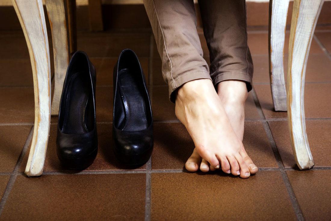 Размягчить кожаную обувь