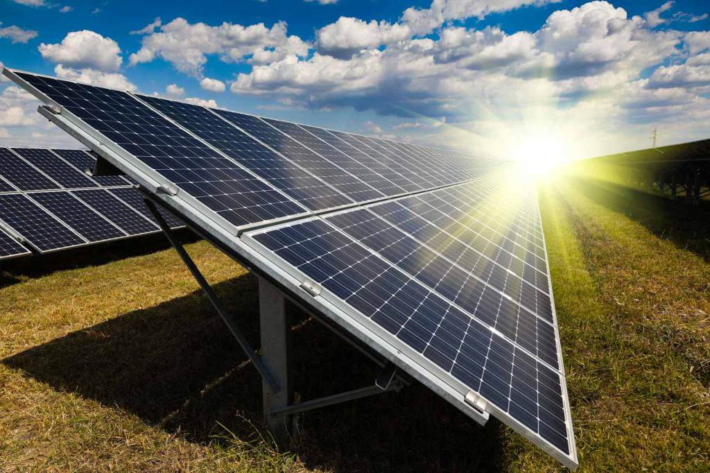 renewable energy solar thermal energy Solar energy technologies use the sun's energy and light to provide heat, light, hot water, electricity, and even cooling, for homes, businesses, and industry there are a variety.
